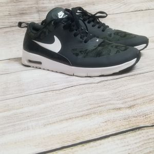 Nike Air Max Thea size 6 youth